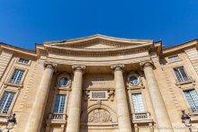 Façade du centre Panthéon